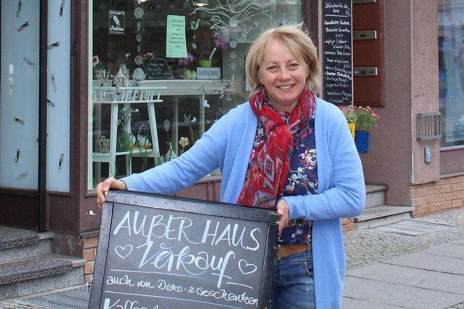 Sylvia Hübner freut sich darauf, ihr Café Rosali in der Kirchstraße bald wieder öffnen zu können. Der Straßenverkauf läuft schon seit dem 5. Mai.