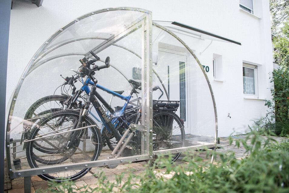 Wie Fahrradstellplätze aussehen dürfen, ist in manchen Kommunen genau geregelt.