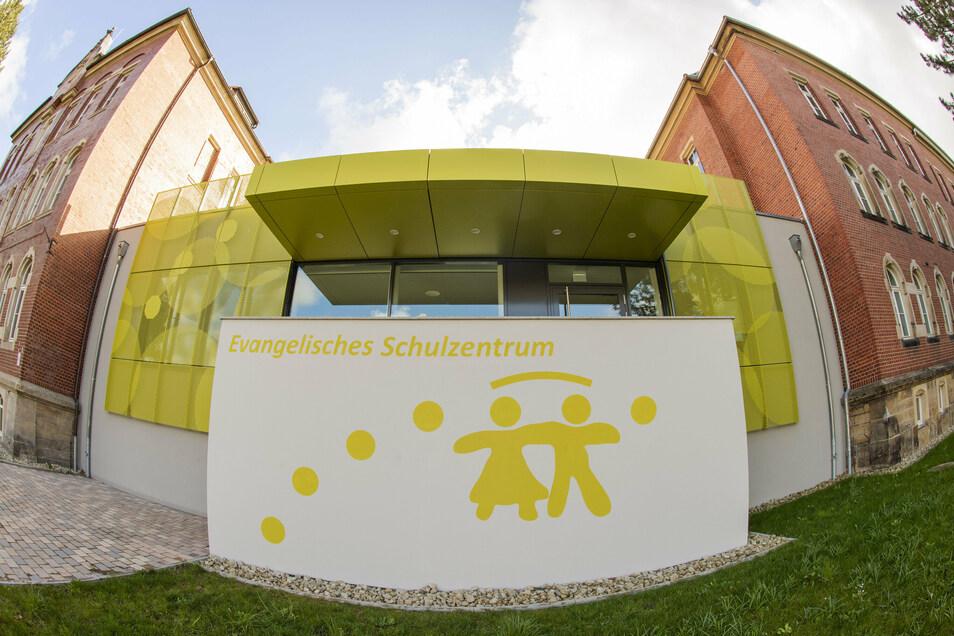 Das evangelische Schulzentrum in Pirna bekam jetzt Besuch von Interpol.