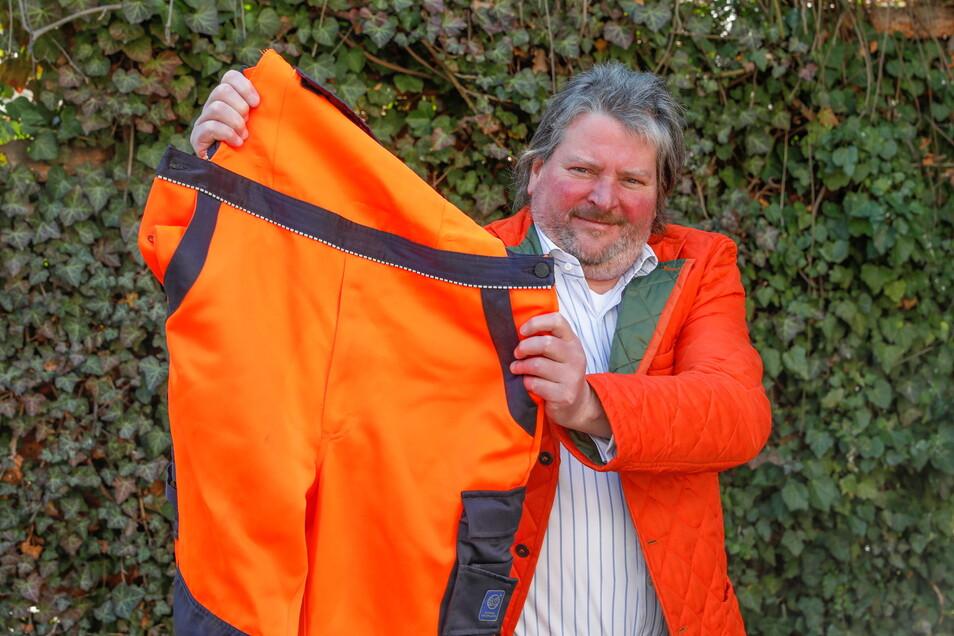Chic in Orange - SZ-Redakteur Markus van Appeldorn und seine Müllmann-Latzhose.