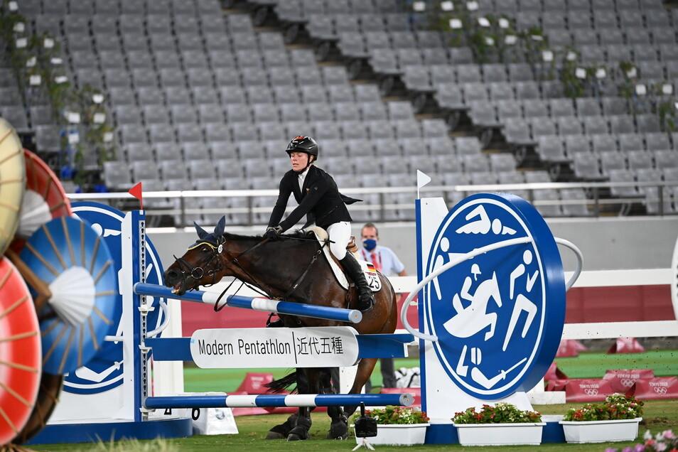 Das Pferd Saint Boy von Annika Schleu verweigert den Sprung.