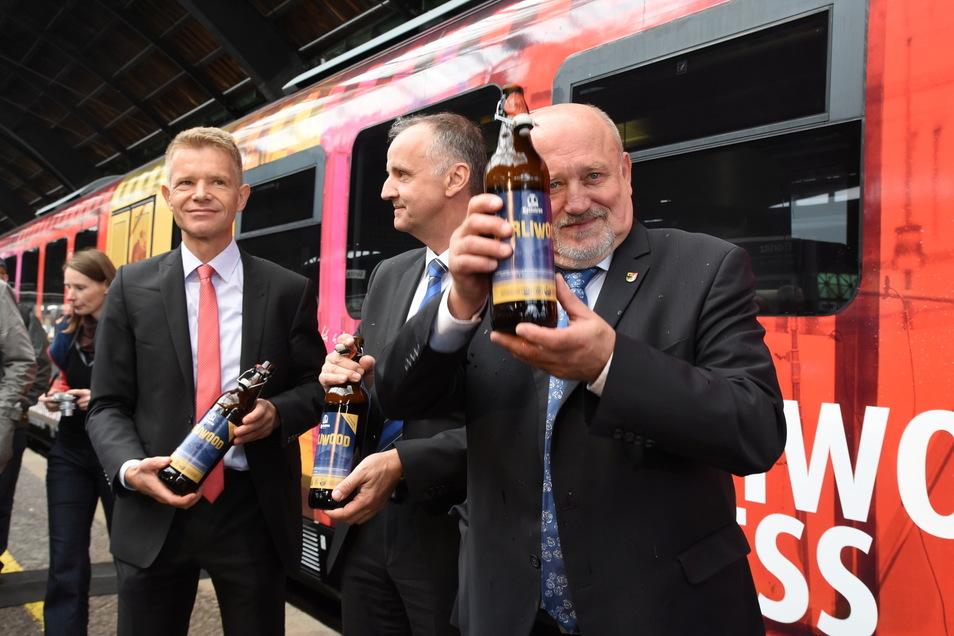 Auch als Chef der Länderbahn war Andreas Trillmich (Mi.) Görlitz verbunden. Hier mit Oberbürgermeister Siegfried Deinege bei der Einweihung des Görliwood-Express.