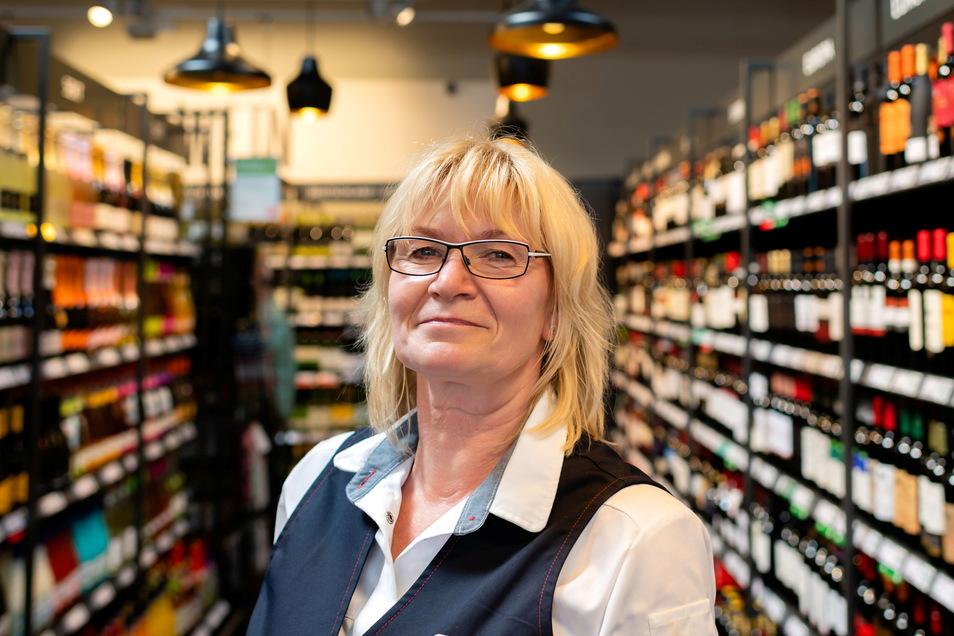 Den Tränen der Anspannung folgen Freudentränen. Kathrin Bräuer hat mit der Übernahme der Marktleitung einen großen Schritt gewagt.