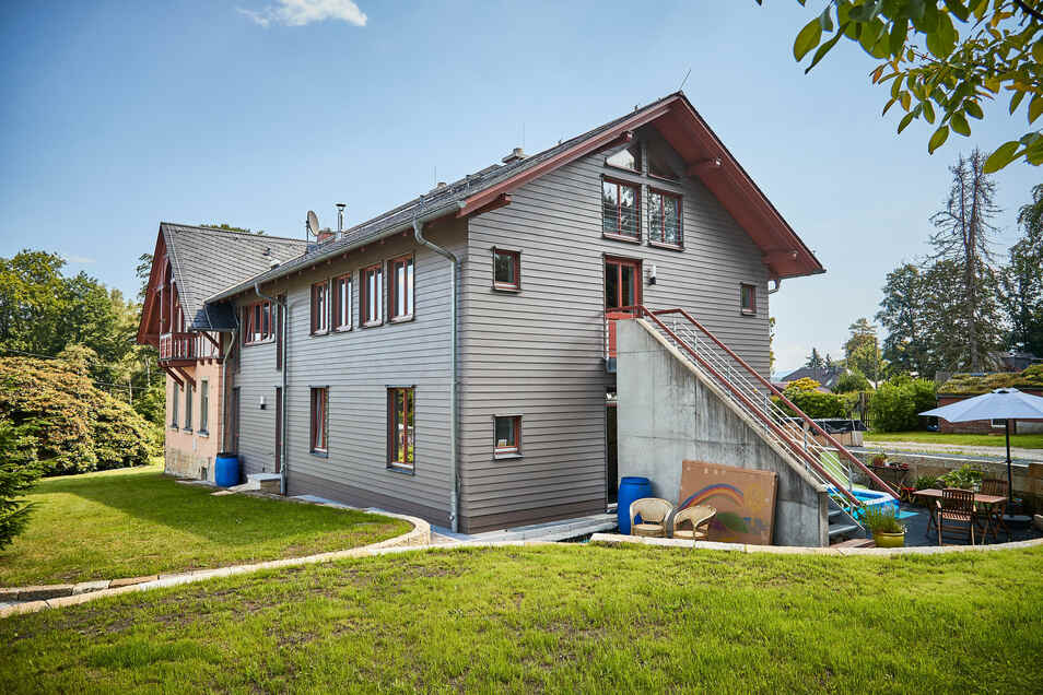 Ein schönes Paar: Die denkmalgeschützte Villa von 1890 haben die Leonhardis mit einer Erweiterung in Holzständerbauweise vereint.