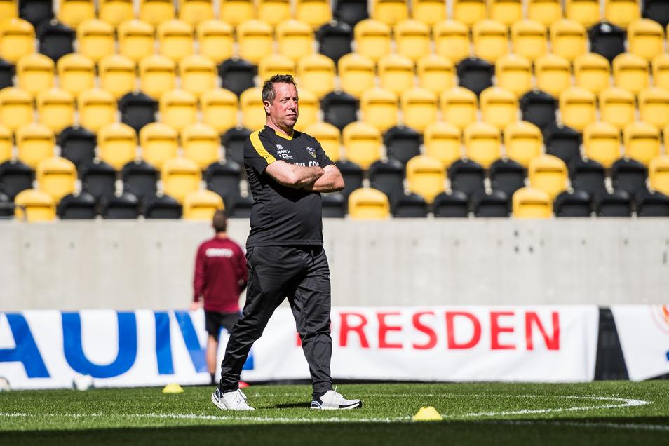 Nach vier Wochen Zwangspause wegen der Corona-Pandemie durfte Dynamos Chefcoach Markus Kauczinski ab dem 8. April zunächst in kleinen Gruppen zu maximal drei Spielern im Rudolf-Harbig-Stadion trainieren.
