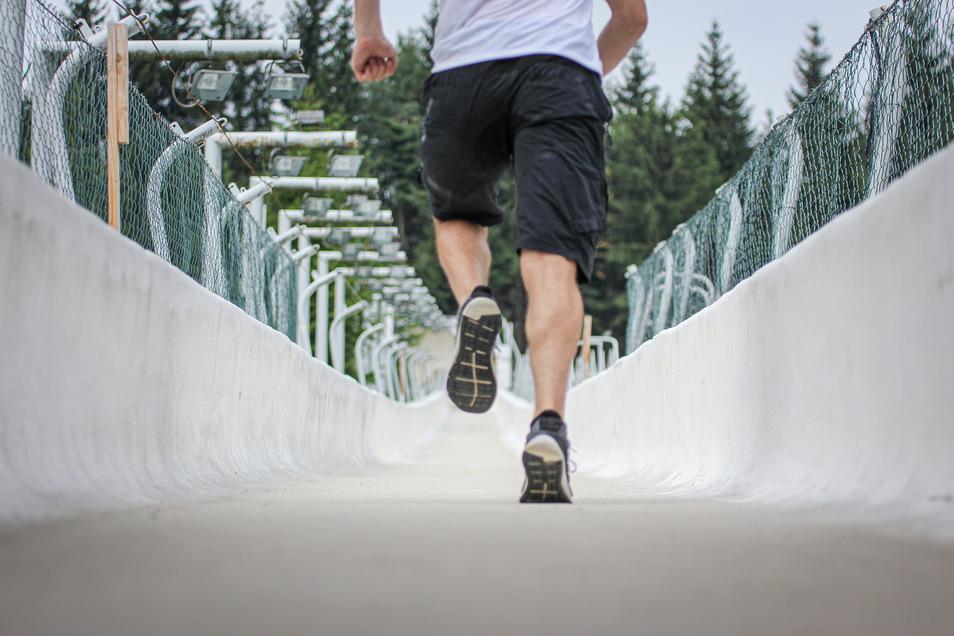 Im Eiskanal nach oben: Das ist die Herausforderung beim Bobrun.