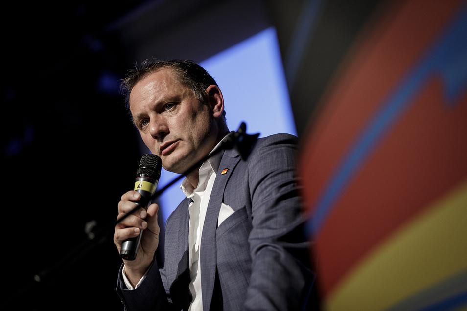 Tino Chrupalla ist stellvertretender Vorsitzender der AfD-Bundestagsfraktion. 2019 wurde er zum Nachfolger von Alexander Gauland an die Spitze der Bundespartei gewählt.