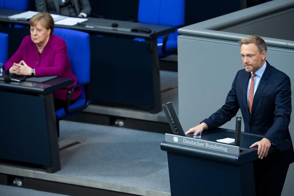 FDP-Chef Christian Lindner rechnet mit der Corona-Politik von Kanzlerin Angela Merkel ab.