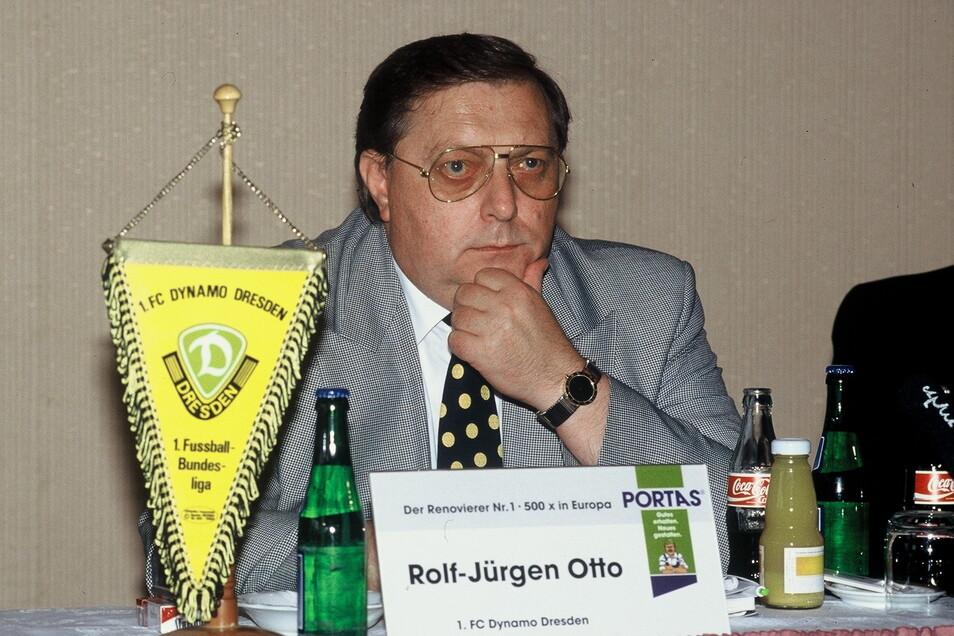 Rolf-Jürgen Otto war von Januar 1993 bis August 1995 Präsident bei Dynamo. Der Bauunternehmer aus Hessen kam als Retter und hinterließ den Verein mit einem Schuldenberg, Lizenzentzug und Zwangsabstieg in die damals drittklassige Regionalliga.