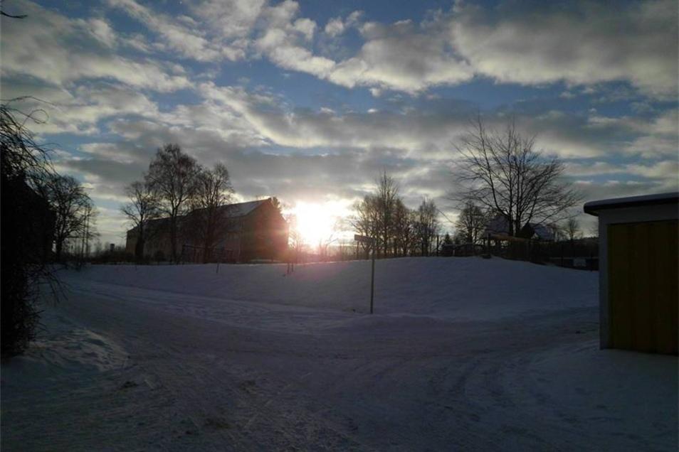 Sonnenaufgang im Schnee.
