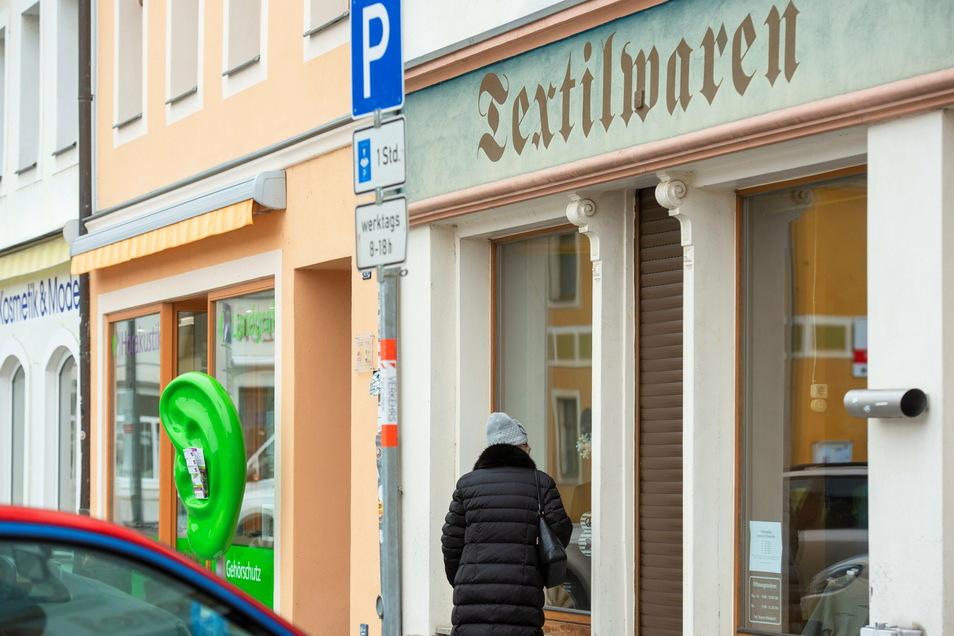 Am Radeburger Markt und in angrenzenden Straßen gibt es viele Läden. Wird das auch nach dem Ende der Corona-Pandemie noch so sein - und was hätte das für Folgen?