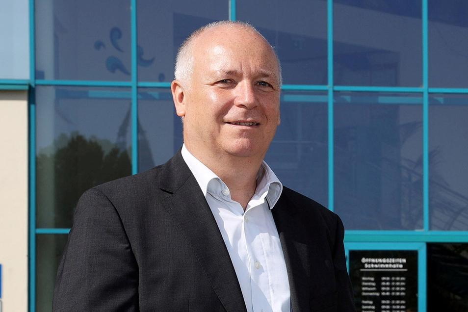 Reiner Striegler ist Geschäftsführer der Gesellschaft Magnet - sie betreibt in Riesa Hallenbad (Foto) und Freibad Weida.