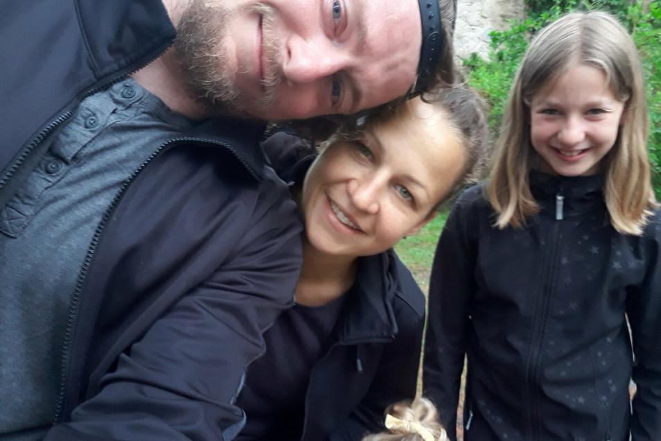 Und Mario Huhnstock mit seiner Frau Franziska und der neunjährigen Tochter Martha.