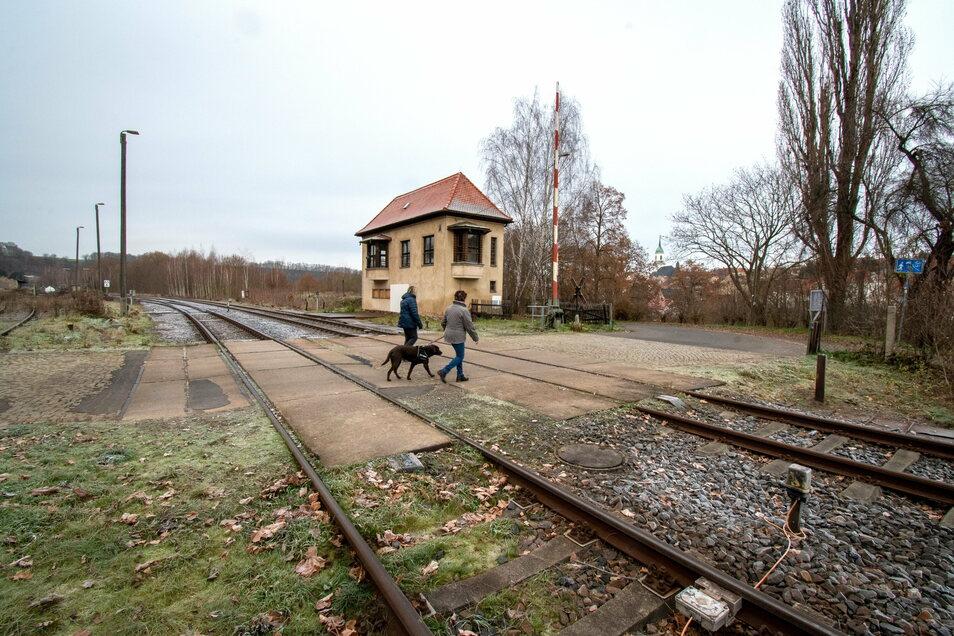 Der Bahnübergang an der Kohlestraße Roßwein muss neu gestaltet werden. Dafür gibt es verschiedene Möglichkeiten.