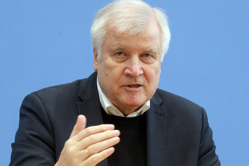 Innenminister Horst Seehofer (CSU) plant ab Sonnabend eine schrittweise Lockerung der Grenzkontrollen.