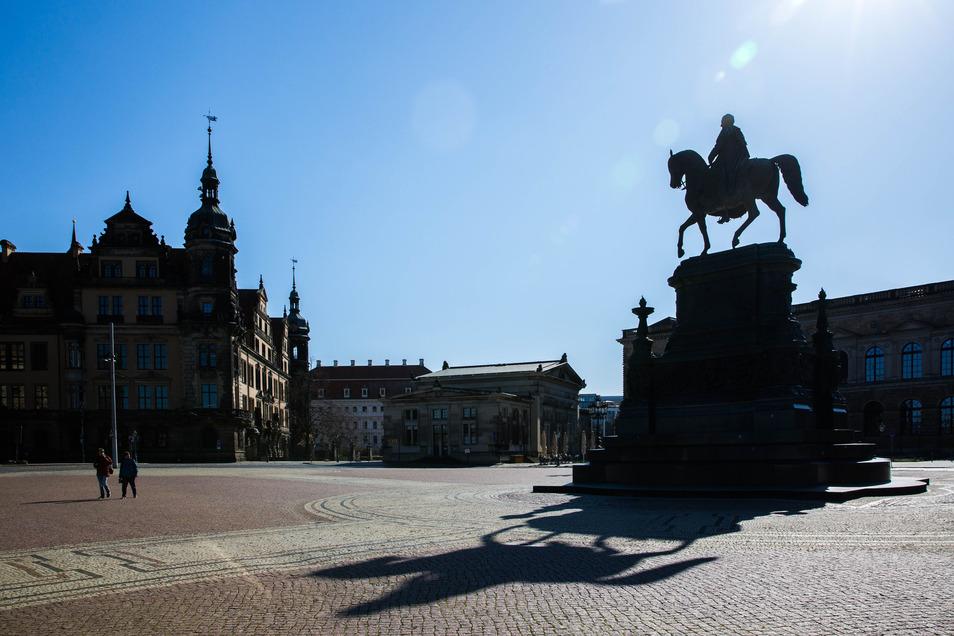 Im April vorigen Jahres waren viele Plätze und Straßen in Sachsen menschenleer. Foto: Sven Ellger