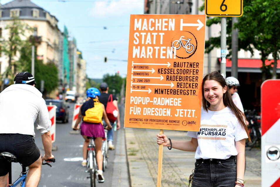 Anna Sarodnik demonstrierte mit dem ADFC für Popup-Radwege in Dresden.