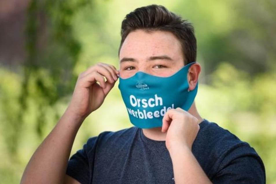 Masken wie diese gibt es am Donnerstag vor der Tageblatt-Redaktion in Weißwasser.