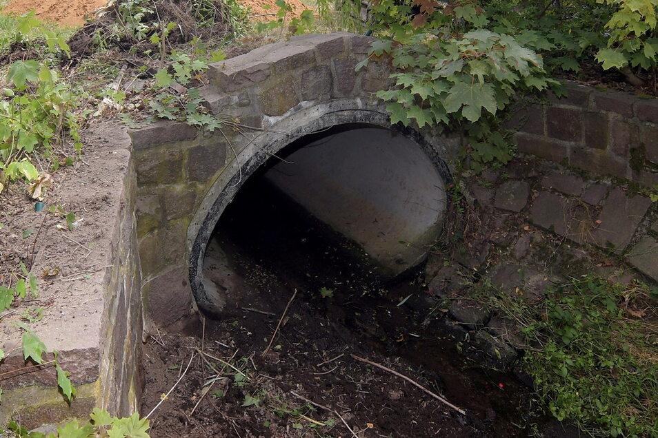 Ähnlich wie auf diesem Foto sind auch Bäche im Meißner Stadtgebiet über bestimmte Strecken verrohrt und fließen unterirdisch. Am Goldgrundbach wird ein eingestürzter Kanal jetzt erneuert.