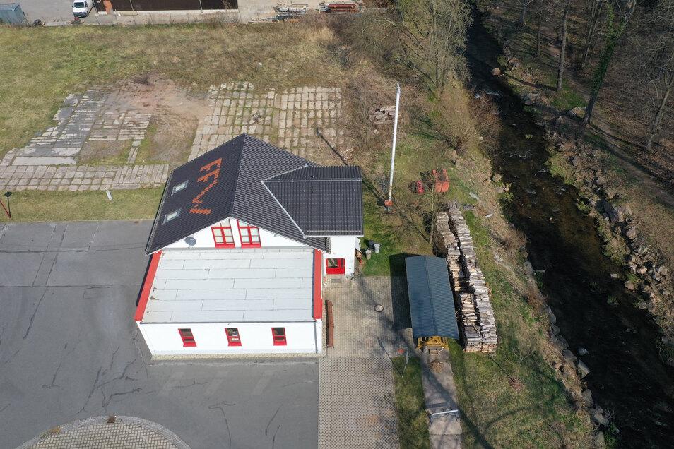 Das Gerätehaus der Schlottwitzer Feuerwehr steht an der Müglitz. Unweit davon soll eine Löschwasserentnahmestelle errichtet werden.