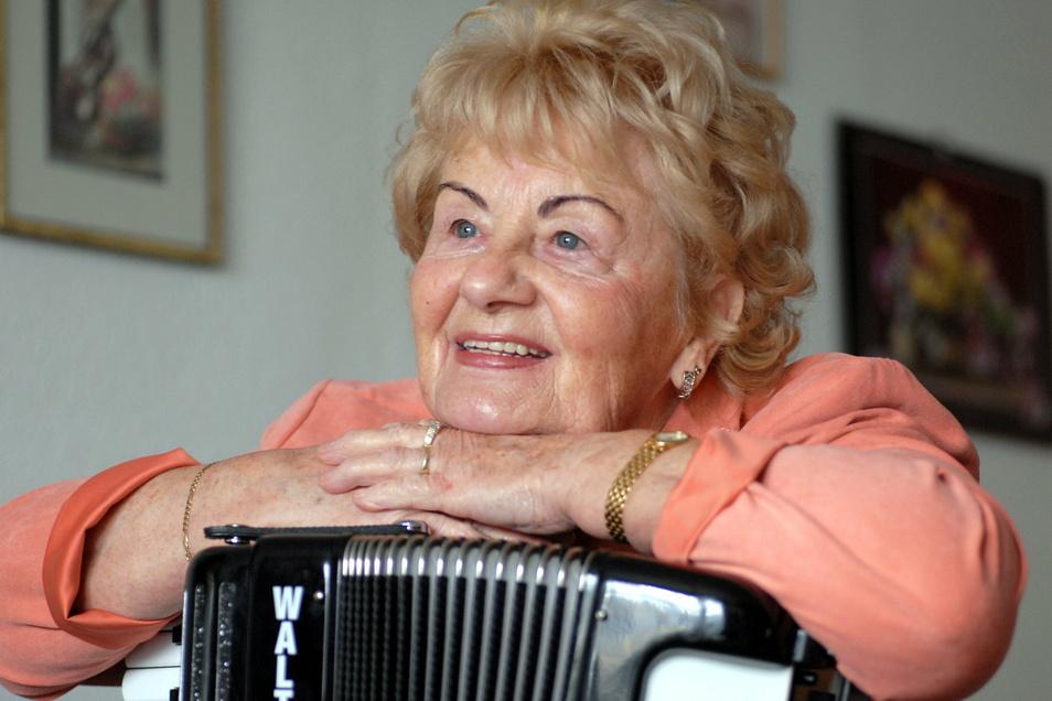 Waren beide unzertrennlich - Ingeborg Kießling und ihr Akkordeon.