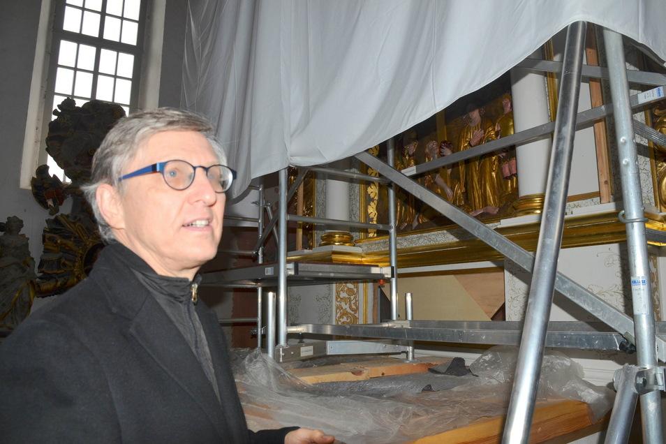 Pfarrer Christoph Wiesener will die Kirche offen halten, der Altar soll enthüllt werden.