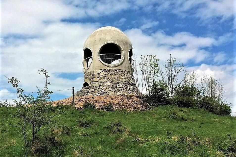 Ziel der 16. Freundschaftswanderung: Der markante Aussichtsturm auf dem Hutberg in Tschechien.