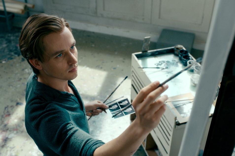 """Tom Schilling als Kurt Barnert im Film """"Werk ohne Autor"""", der am Montag mehr als vier Millionen Zuschauer in der ARD fesselte."""