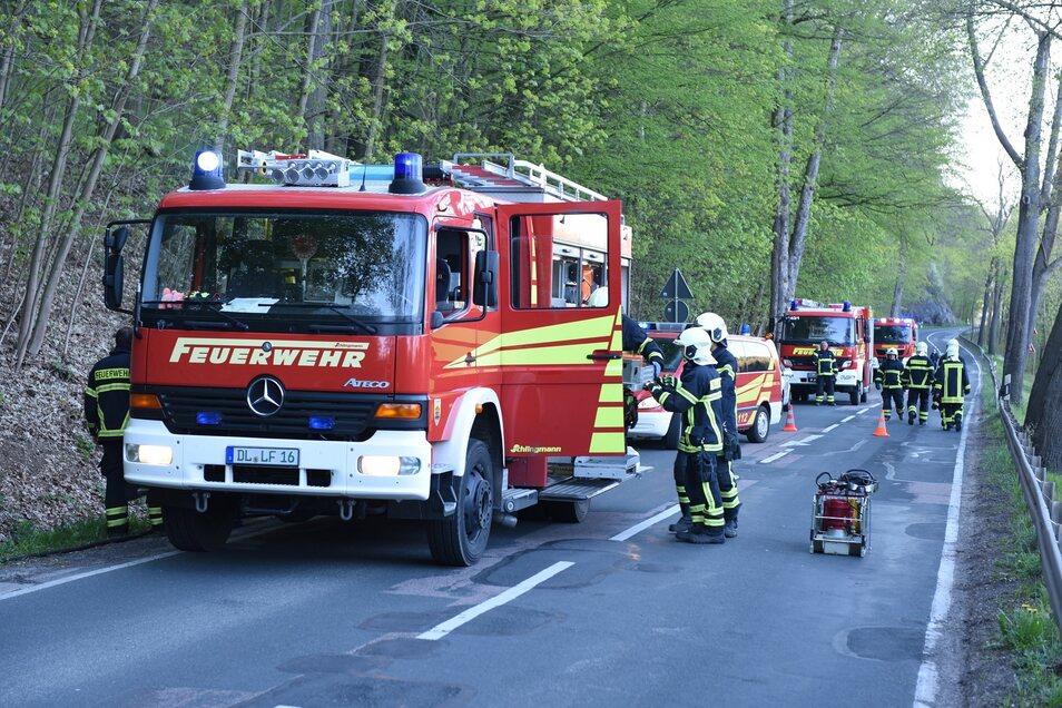 25 Kameraden aus Döbeln und Ebersbach waren vor Ort, um den Mann aus dem Fahrzeug zu helfen.