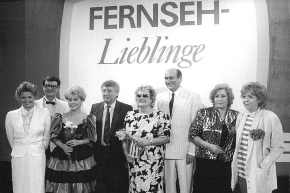 Fernsehlieblinge 1987. Helga Piur, Klaus Feldmann, Petra Kusch-Lück, Hans-Joachim Wolfram, Helga Hahnemann, Heinz Florian Oertel, Erika Krause und Ellen Tiedtke (v.l.n.r.)