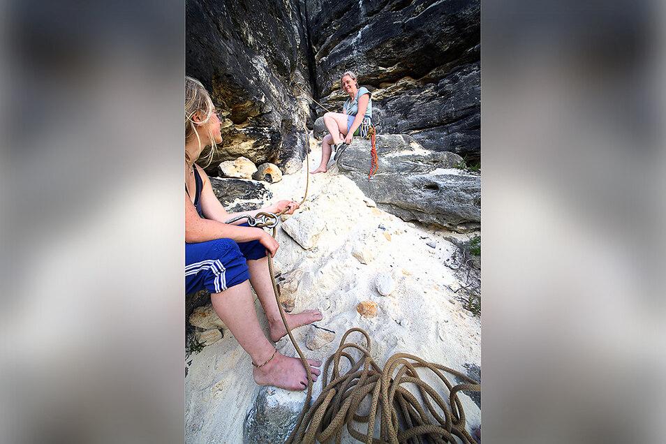 Was vom dem Brocken übrig blieb: Weißer Sand bedeckt den Einstieg zu einem Kletterweg. Hier war vorher eine ausgewaschene Furche.
