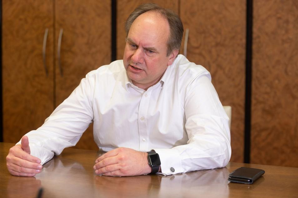 Oberbürgermeister Dirk Hilbert hat konkrete Pläne - auch für den Fernsehturm und das Blaue Wunder.