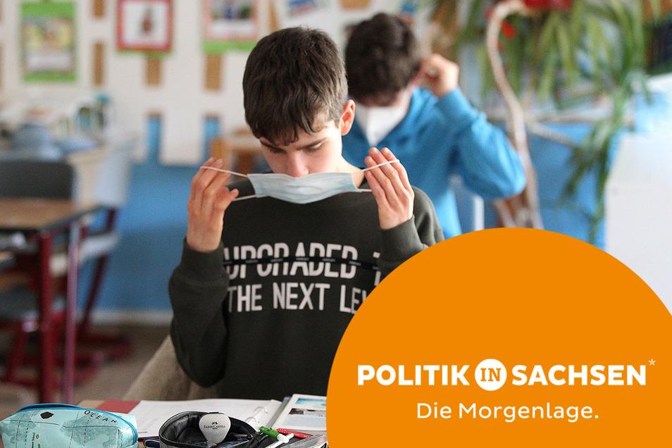 Wird die Maskenpflicht in Schulen auch in Sachsen abgeschafft? Das Gesundheitsministerium äußert sich zurückhaltend.