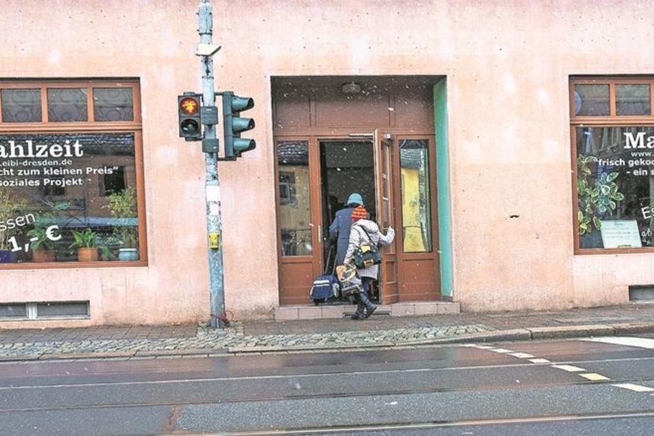 """Die Suppenküche """"Mahlzeit"""" in Dresden-Pieschen gibt es seit vielen Jahren. Sehr direkt geht es hier zu. Der Koch erfährt von den Gästen sofort, ob es schmeckt oder nicht."""