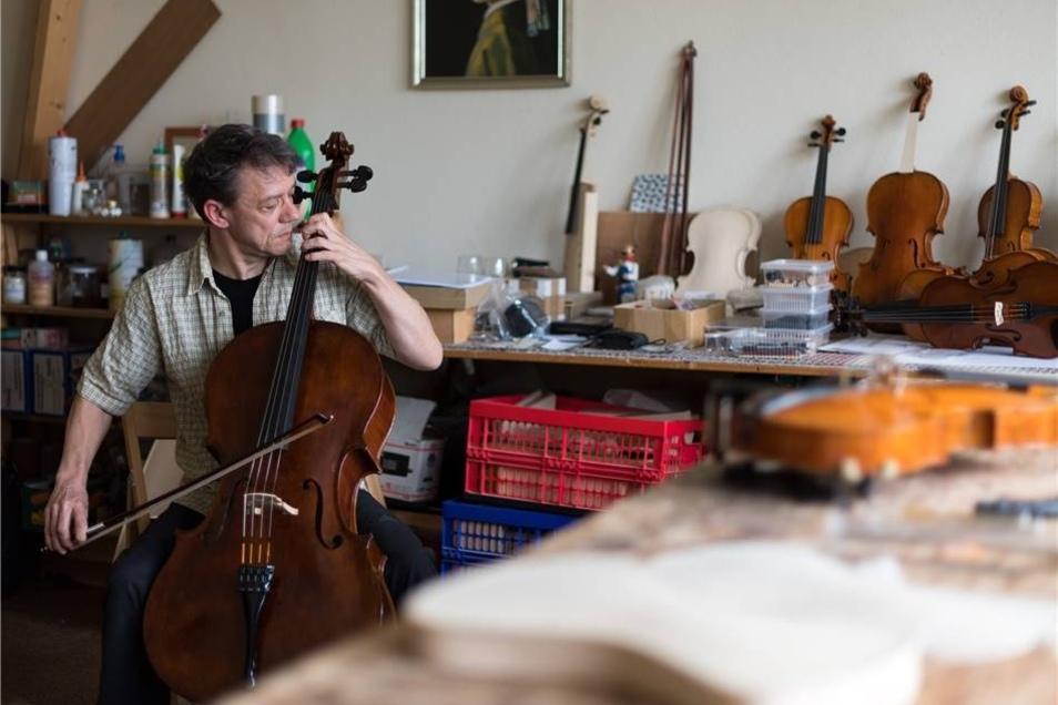 Jeder Griff sitzt beim Spielen des Instruments.