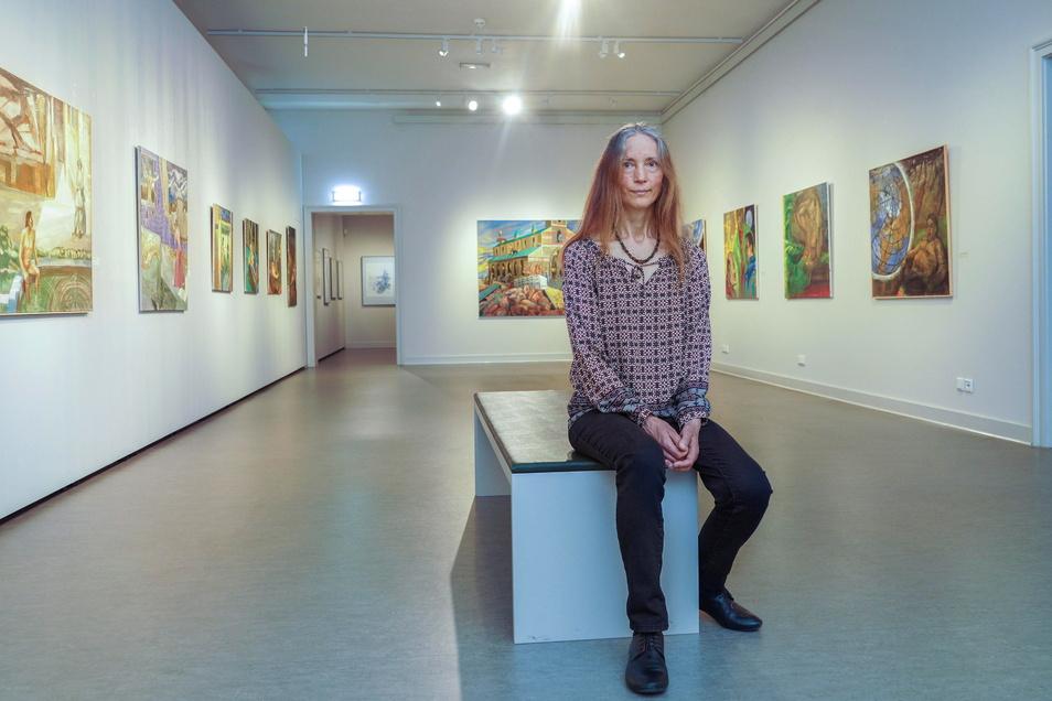 """Optimistische Farbenpracht: Almut-Sophia Zielonka zeigt in der Ausstellung """"In die Welt gerückt"""" Arbeiten aus den vergangenen fünf Jahren. Zur Personal-Schau hat die Künstlerin das Museum Bautzen eingeladen."""