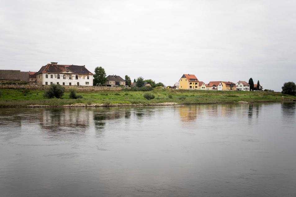 Die Ortschaft Promnitz an der Elbe von Riesa aus gesehen.