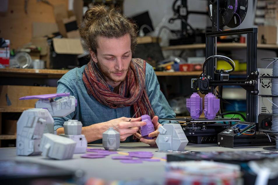 Mit Konstantin Doll, Experte in Sachen 3-D-Druck, arbeiten die Spiele-Entwickler eng zusammen.