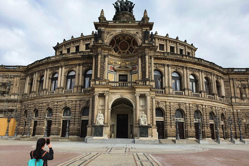 Blick auf die Semperoper in Dresden.