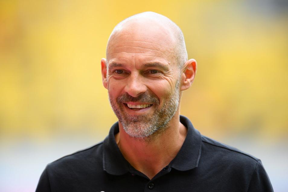 Alexander Schmidt hat gut lachen. Dynamos Trainer setzt gegen Ingolstadt auf den richtigen Plan. © dpa/Robert Michael