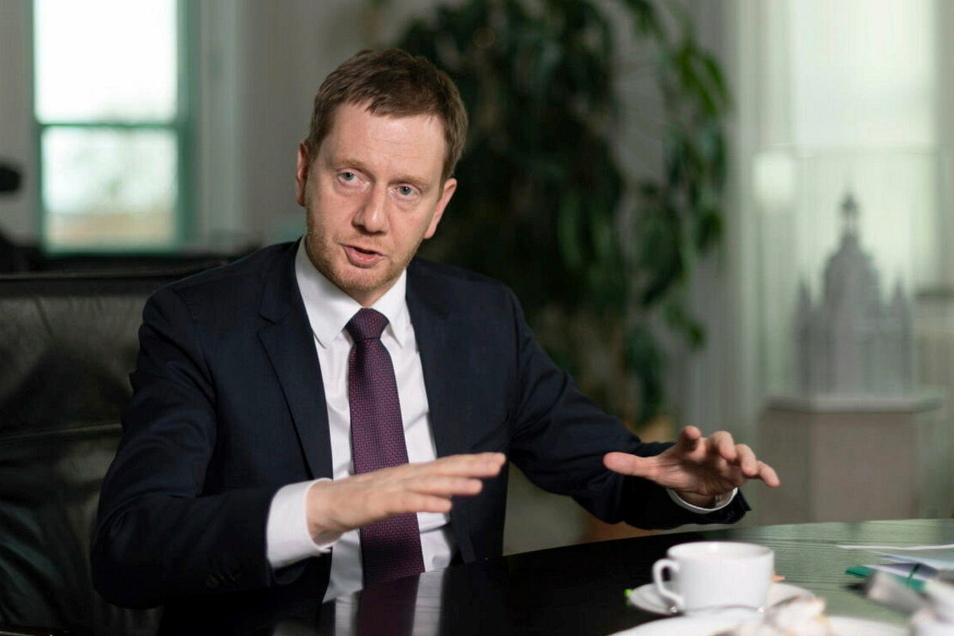 Sachsens Regierungschef Michael Kretschmer stellt strengere Corona-Regeln in Aussicht, sollten die Zahlen in den nächsten zwei Wochen nicht sinken..