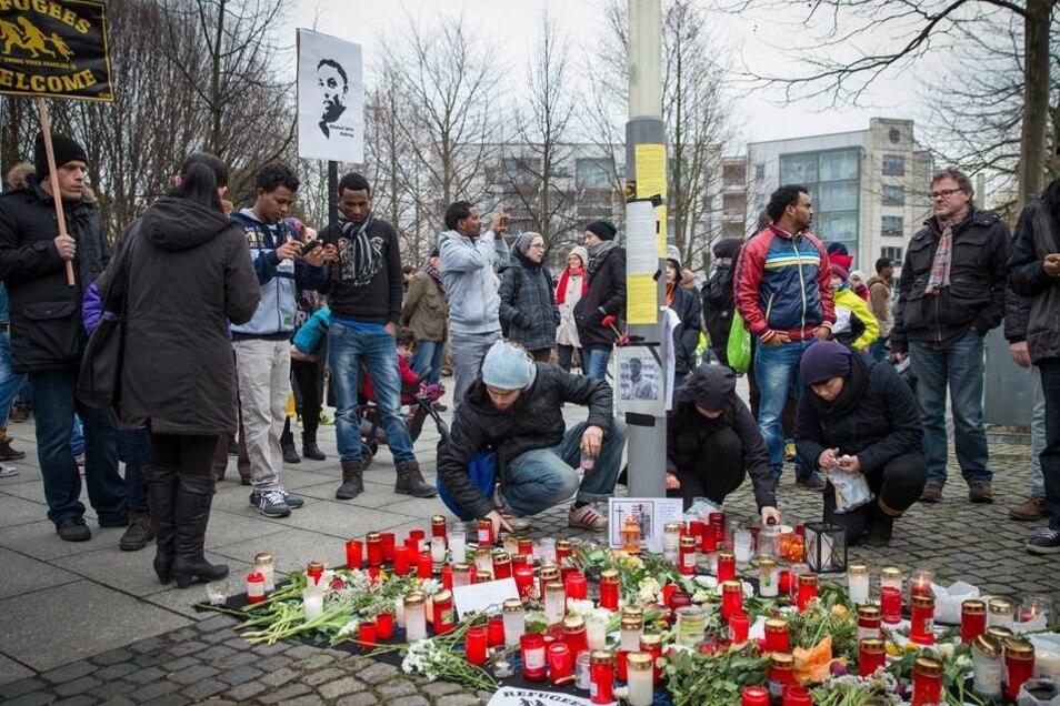 Auf der Gedenkveranstaltung wurde die Befürchtung geäußert, die Tötung von Khaled I. könne rassistisch motiviert gewesen sein. Dies ist im Moment jedoch nicht belegbar. Denn über den Tod des Asylbewerbers ist bislang wenig bekannt.