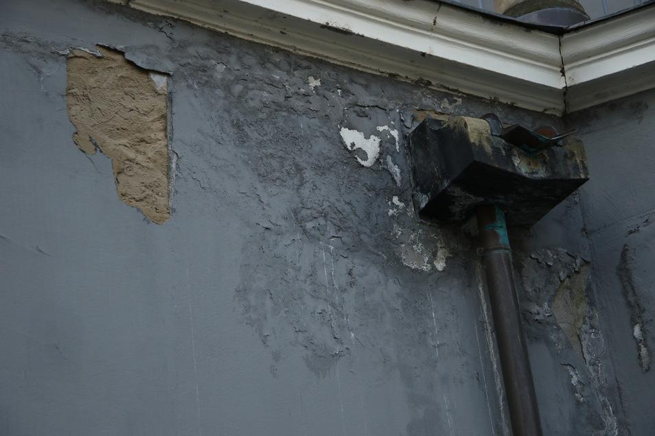 Der starke Frost hatte den Wänden kräftig zugesetzt.