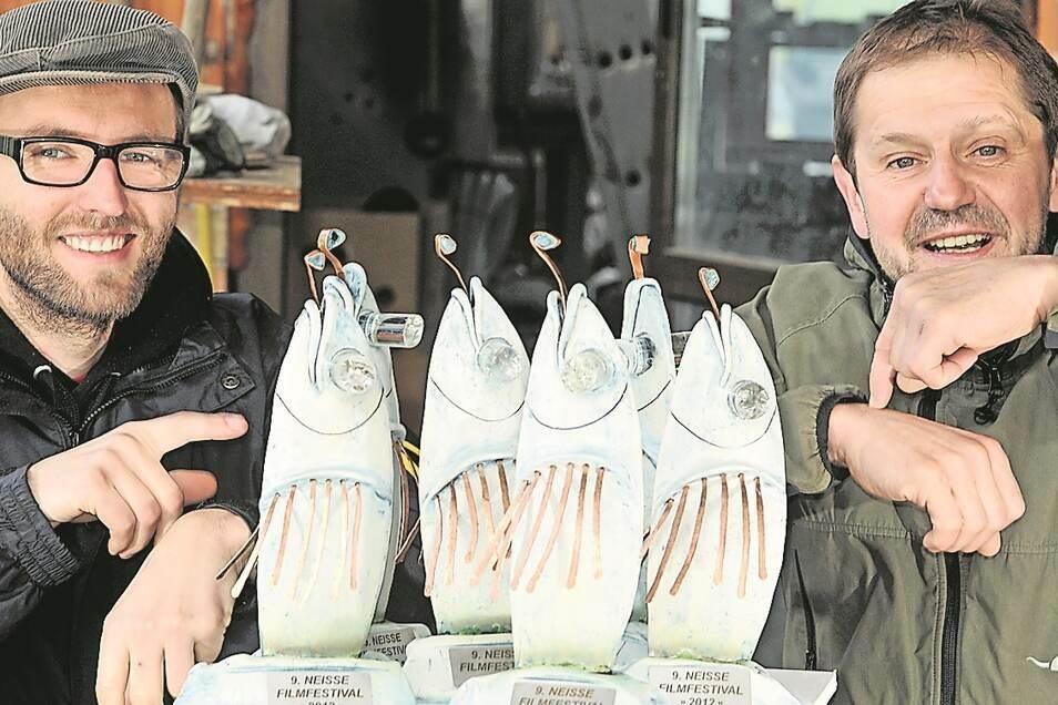 Sie sollen auch 2021 vergeben werden: die Fische als Preise beim Neiße-Filmfest.