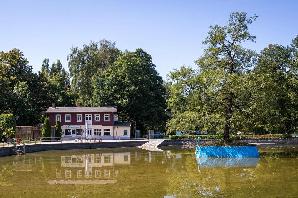 Im Alten Marienbad in Weißig dürfen Badegäste ab 11. Juli wieder ins Wasser steigen. Die Anzahl ist allerdings begrenzt.