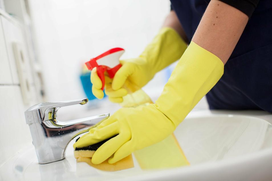 Allzweckreiniger sollen Schmutz entfernen, dabei aber die Umwelt nicht allzu stark belasten. Klappt das?