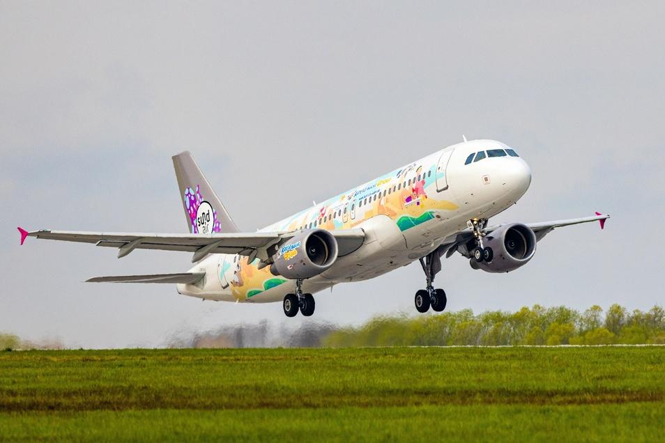 Eine Sundair-Maschine hebt vom Dresdner Flughafen ab.