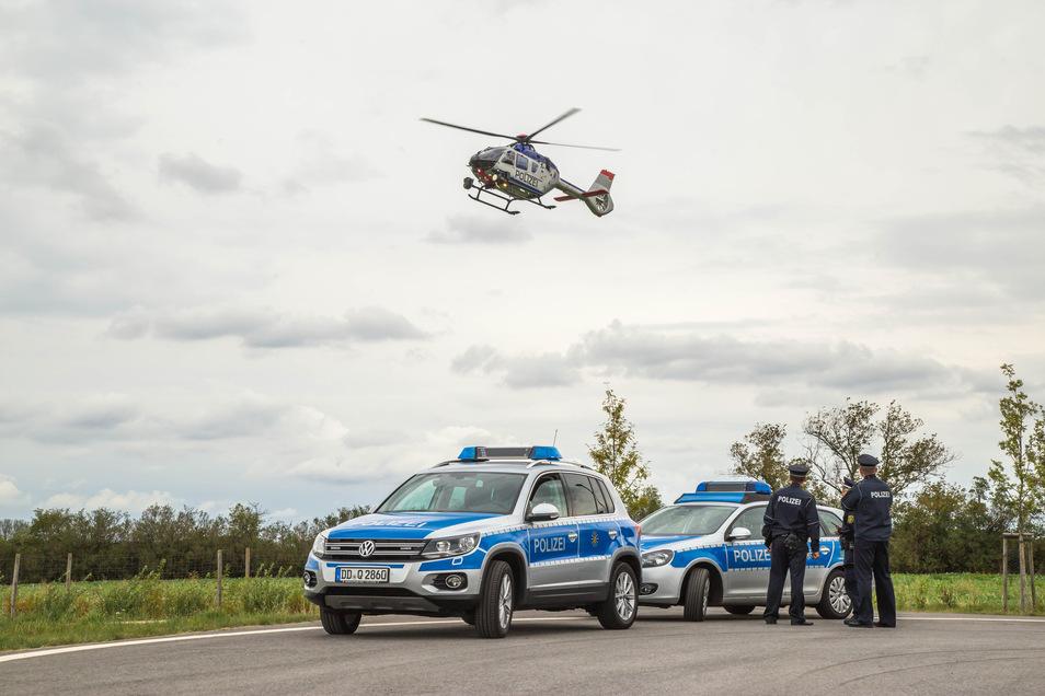 Die Polizei ist in Dresden im Einsatz um einen Vermissten zu suchen. Das Foto zeigt den Polizeihubschrauber bei einem anderen Einsatz.