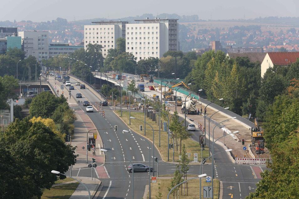 Das ist ein Blick auf die Brücke Budapester Straße, als die westliche Seite 2012 saniert wurde.