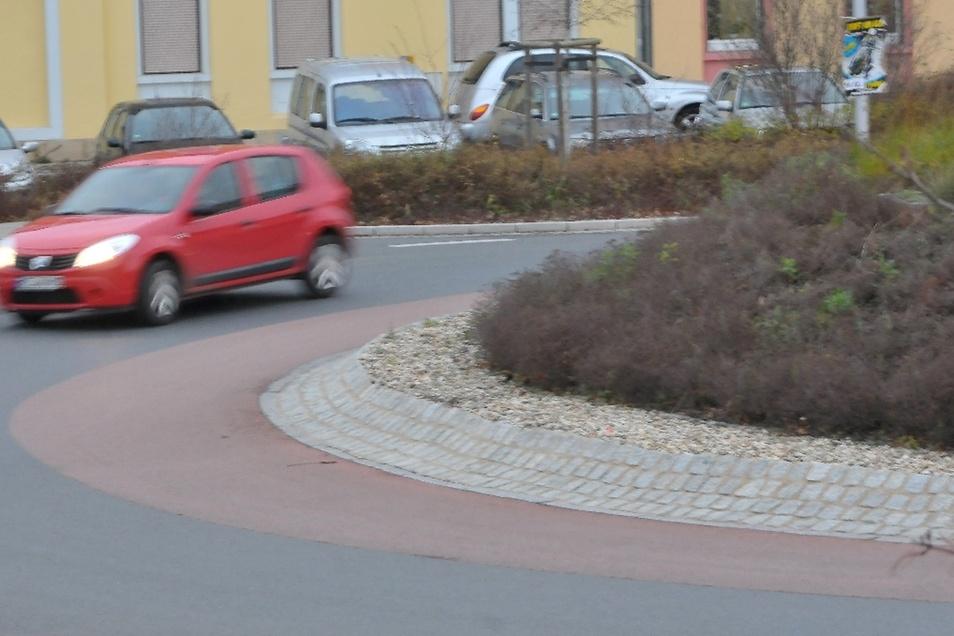 Der Unfallschwerpunkt an der Moritzburger Straße soll durch einen Kreisverkehr entschärft werden (Symbolfoto).